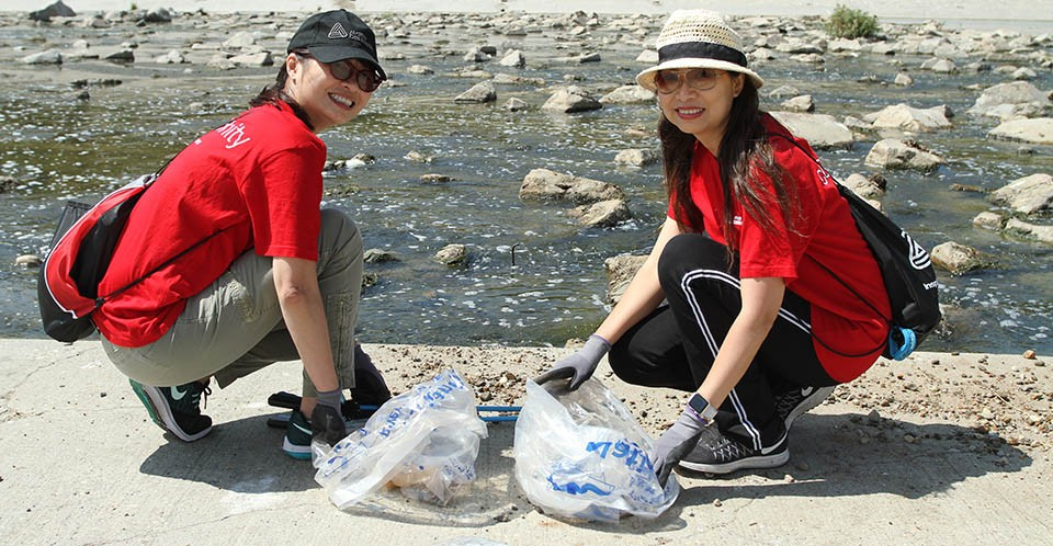 avery dennison volunteers for the friends of the la river