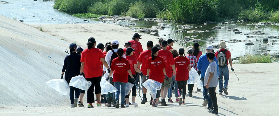 avery dennison employees volunteer for friends of the la river